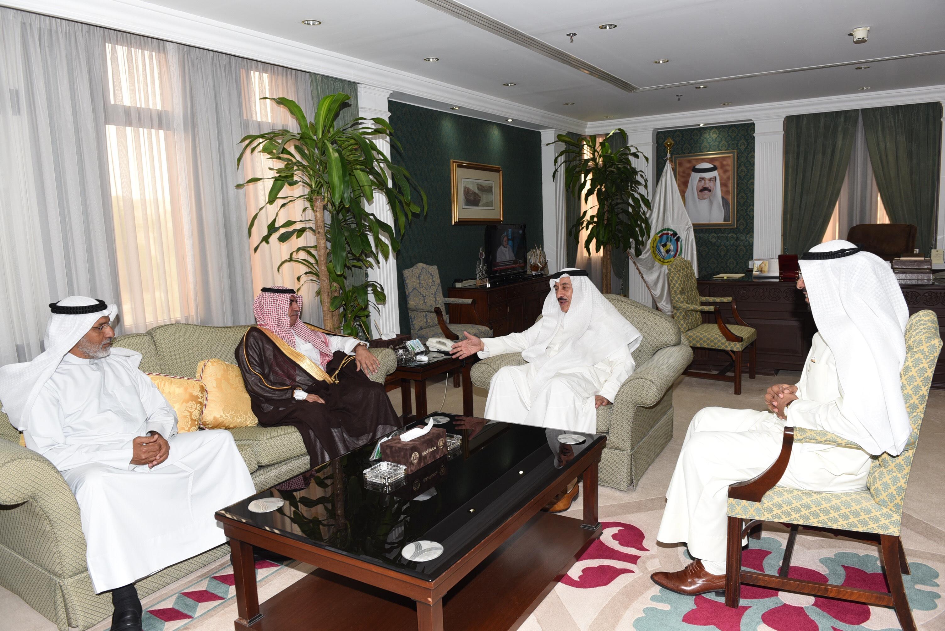 محافظ الجهراء يستقبل الشيخ غازي الفايز ويبحث معه العلاقات الثنائية وسبل تعزيزها