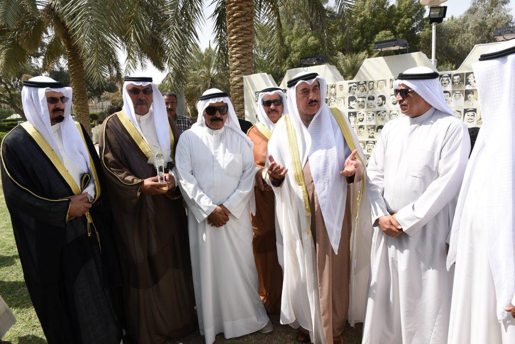 محافظ الجهراء يفتتح جدارية شهداء الكويت في حديقة منطقة القصر